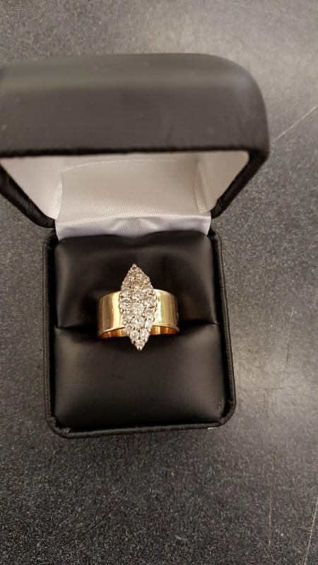 Lady's Diamond Cluster Ring 20 Diamonds .92 Carat T.W. 14K Yellow Gold 10.6g