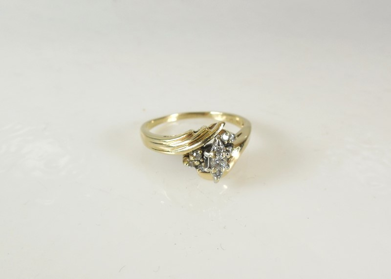 Lady's Diamond Cluster Ring 9 Diamonds .21 Carat T.W. 10K Yellow Gold 4.7g