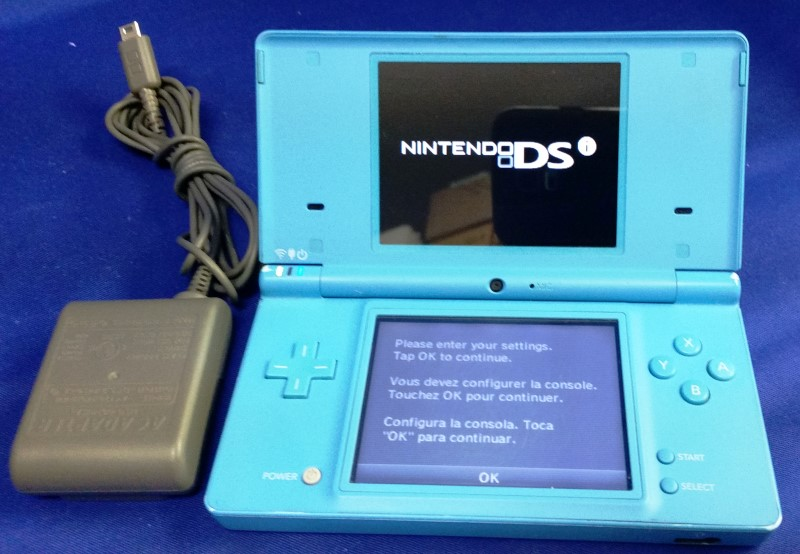 NINTENDO Video Game System DSI - HANDHELD GAME CONSOLE