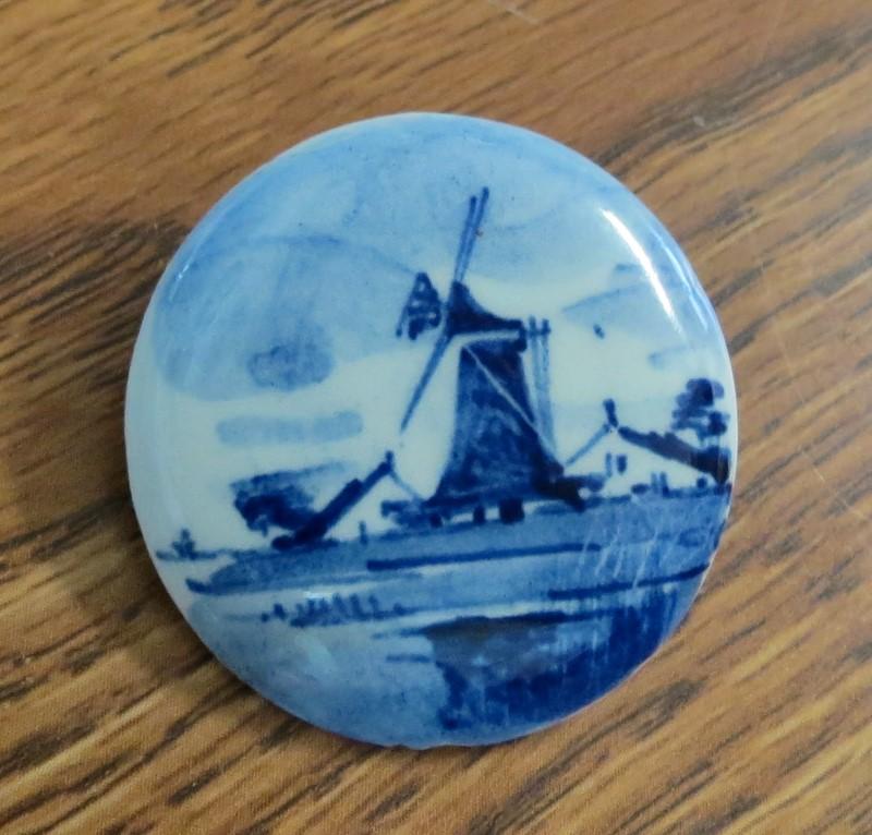 "VINTAGE DELFT BLUE FLOW WINDMILL WOODEN PIN BROOCH HOLLAND. 1-5/16"" Diameter"