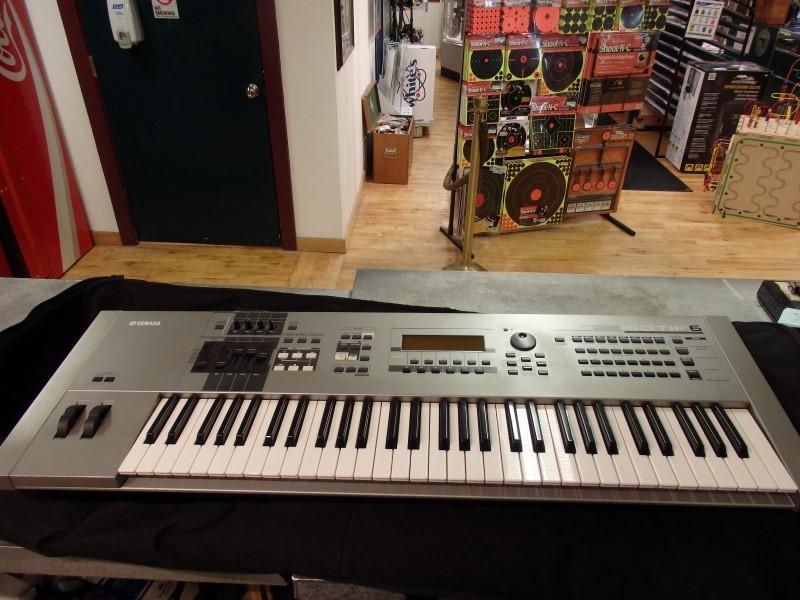 YAMAHA Keyboards/MIDI Equipment MOTIF 6