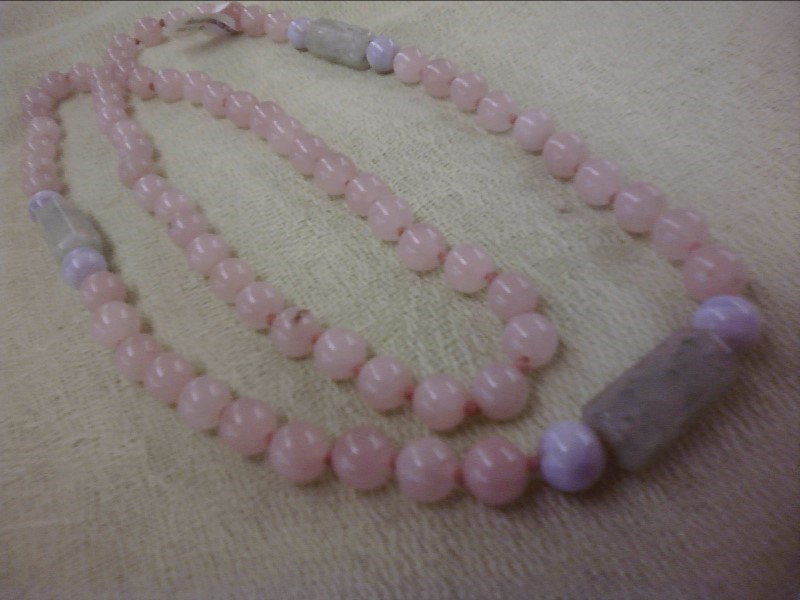 NECKLACE JEWELRY JEWELRY; ROSE QUARTZ AND JADE COLORED BEADED NECKLACE