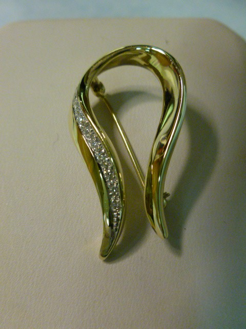 Gold-Diamond Brooch 10 Diamonds .20 Carat T.W. 14K Yellow Gold 3dwt