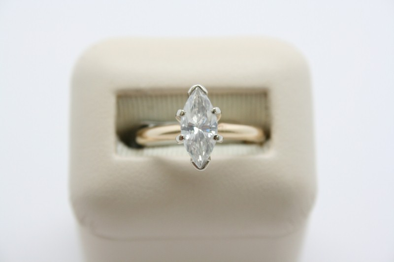 LADY'S MARQUISE CUT SOLITAIRE DIAMOND RING 14K YELLOW GOLD