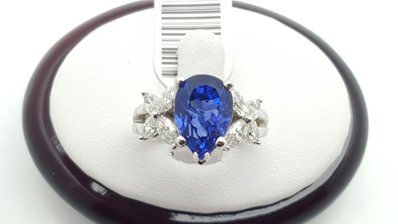 Lady's tanzanite & Diamond Ring 8 Diamonds .83 Carat T.W. 18K White Gold 7.0g