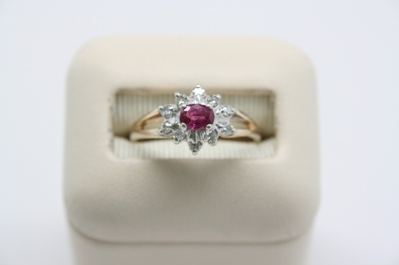 LADY'S RUBY & DIAMOND RING 14K YELLOW GOLD