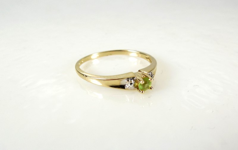 Green Stone Lady's Stone Ring 10K Yellow Gold 1.2g Size:6