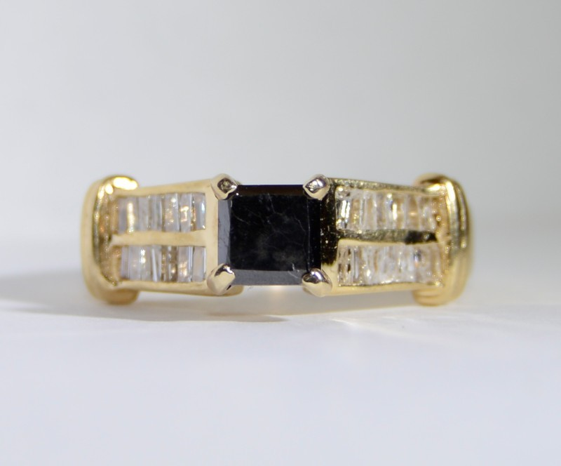 Onyx Lady's Stone & Diamond Ring 28 Diamonds .56 Carat T.W. 14K Yellow Gold