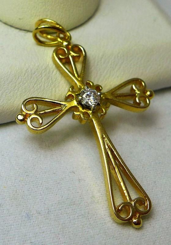 Gold-Diamond Solitaire Pendant .05 CT. 14K Yellow Gold 3.2g