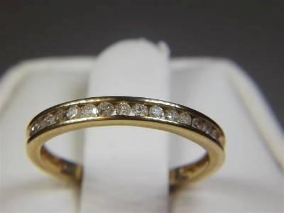 Lady's Diamond Wedding Band 15 Diamonds .15 Carat T.W. 10K Yellow Gold 1.48g