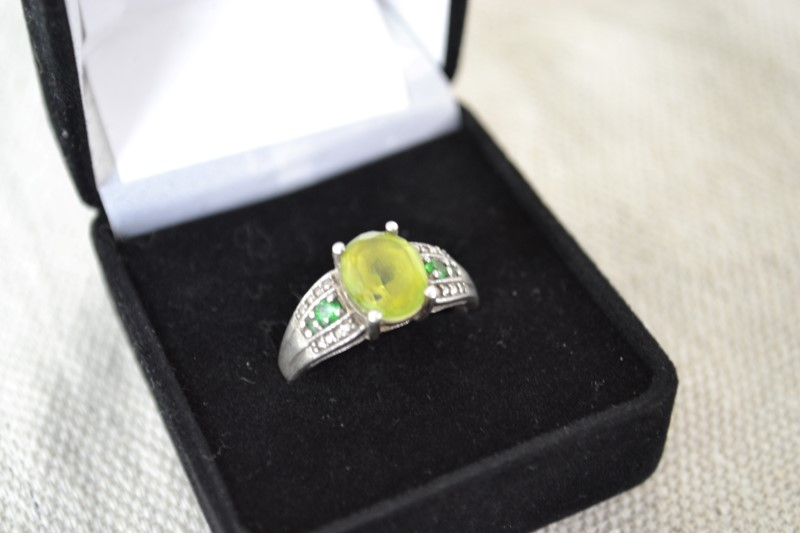 Green Stone Lady's Silver & Stone Ring 925 Silver 4g