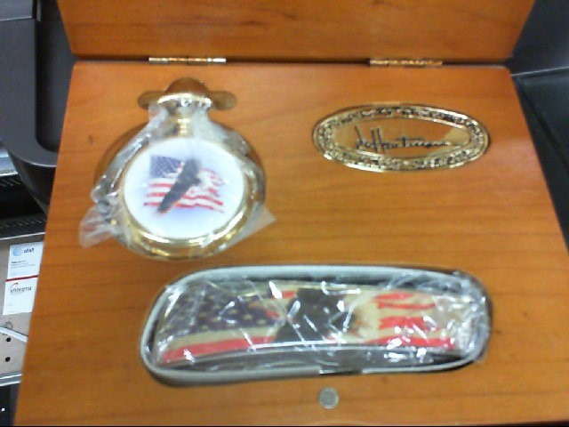 HAUTMAN KNIFE AND WATCH SET AMERICAN FLAG IN BOX