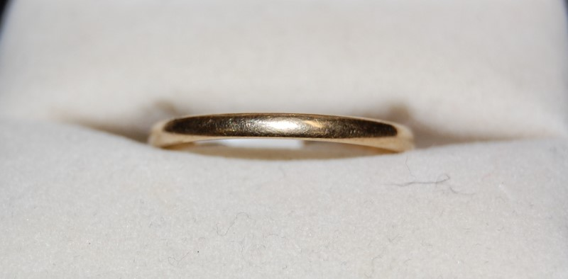 Lady's Gold Ring 10K Yellow Gold 1g Size:11