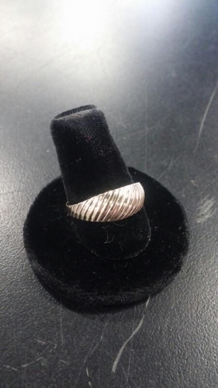 LADY'S 10K GOLD RING SCALLOP CONTEMPORARY 10K-Y/G SIZE: 8