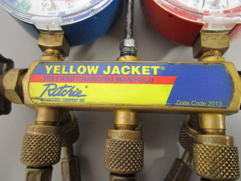 YELLOW JACKET MANIFOLD WITH GAUGES AND HOSES