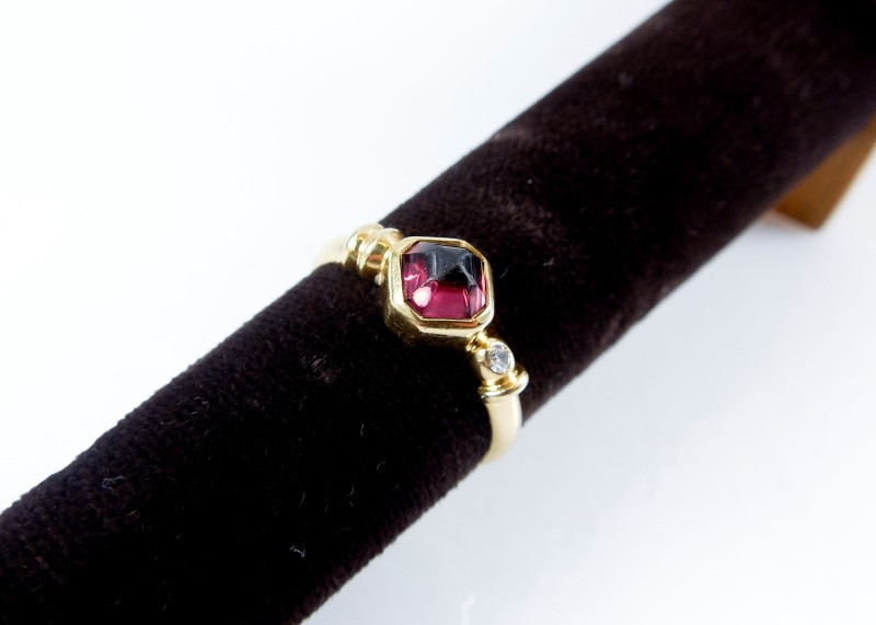 Synthetic Purple Stone Lady's Stone & Diamond Ring 0.02 CT. 18K Yellow Gold 4.1g