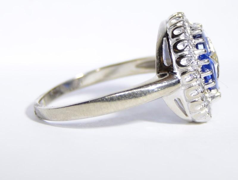 Lady's Gold Ring 10K White Gold 3.8g