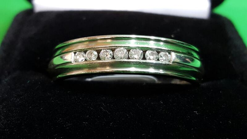 Gent's Diamond Ring 7 Diamonds .28 Carat T.W. Titanium 4.1g Size 13.5