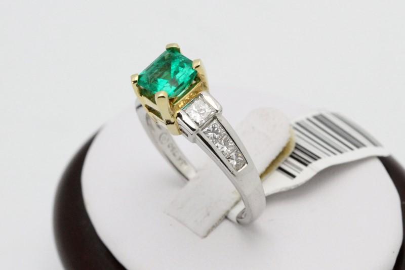Lady's Platinum Emerald & Diamonds Ring 8 Diamonds .76 Carat T.W.
