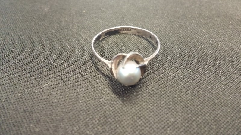 Synthetic Pearl Lady's Silver & Stone Ring 925 Silver 0.8dwt Size:7