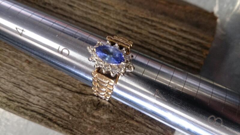 Tanzanite Lady's MQ Ring W Diamonds  14K  5.8g