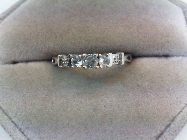 Lady's Gold Ring 10K White Gold 1.4g