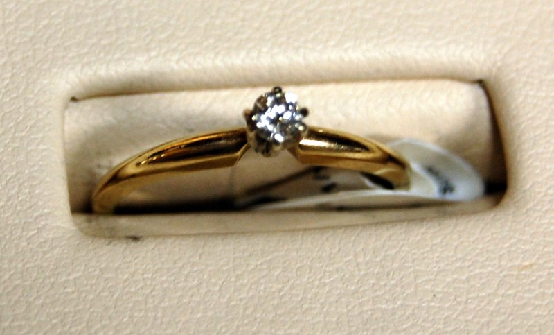 14K Yellow Gold Lady's Engagement Ring 1.5G 0.1CTW Size 6.25
