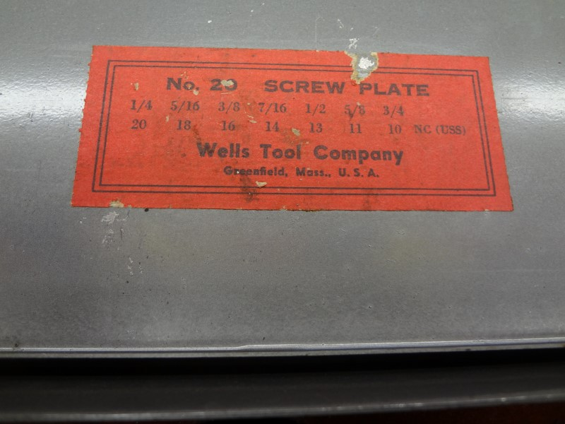 WELLS TOOL CO. THREADED DIE HOLDER AND DIES IN GRAY TIN (MISSING TAPS)