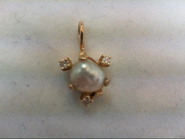 Gold-Multi-Diamond Pendant 3 Diamonds .06 Carat T.W. 14K Yellow Gold 1.3g