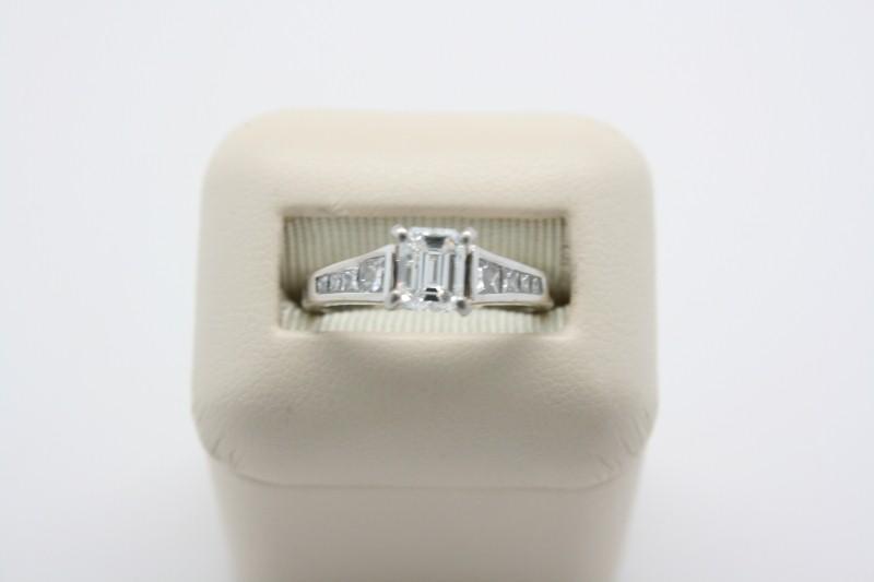 LADY'S FASHION ENGAGEMENT DIAMOND RING 14K WHITE GOLD