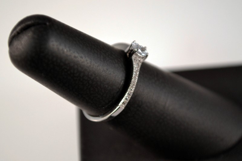 White Stone Lady's Silver & Stone Ring 925 Silver 1.5g Size:7
