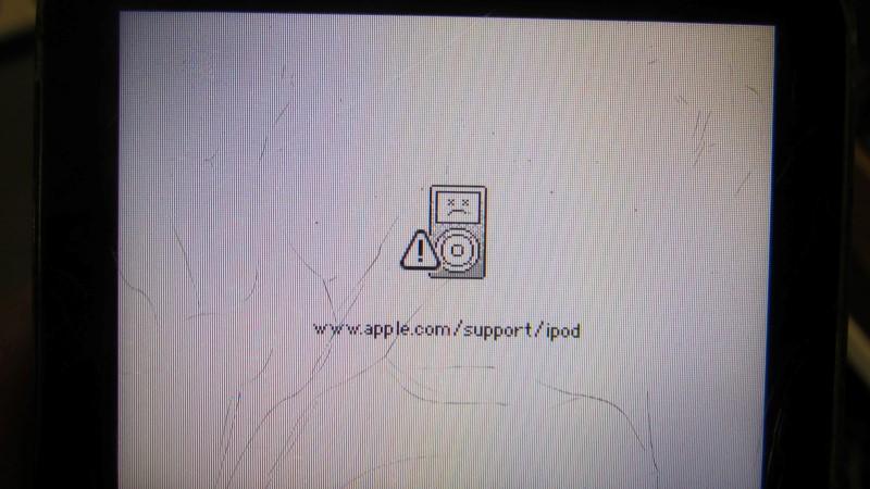Broke - as is - APPLE IPOD IPOD A1136 30GB