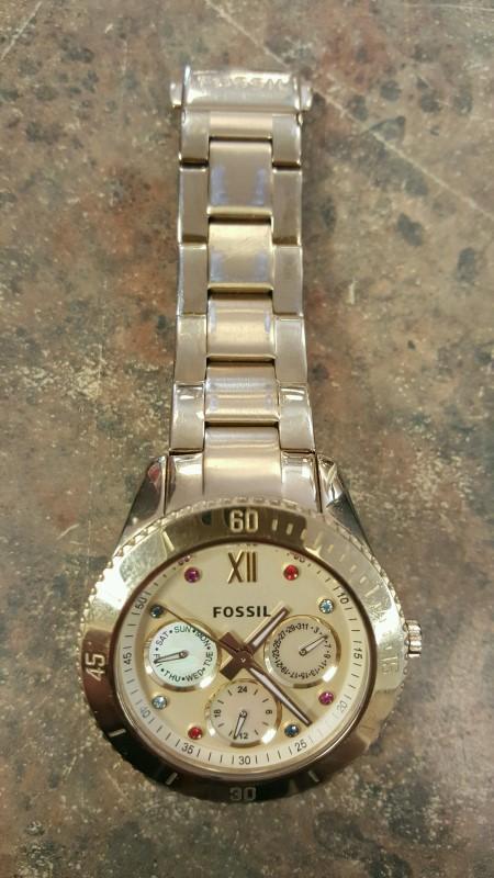 FOSSIL Lady's Wristwatch ES3210