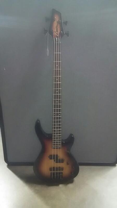Lyons Bass Guitar LB40