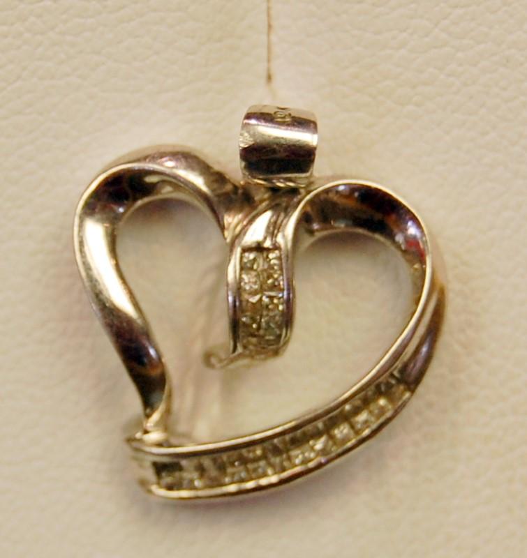 Gold-Multi-Diamond Pendant 15 Diamonds .15 Carat T.W. 10K White Gold 2g