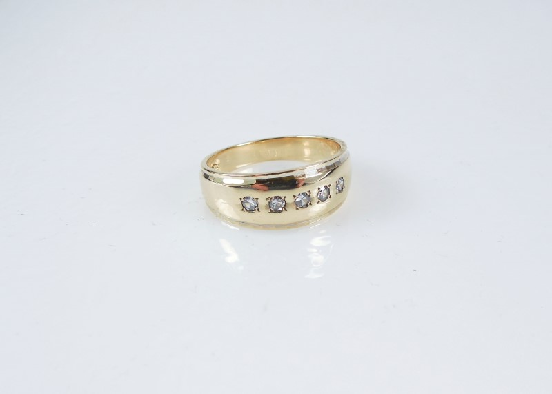 Gent's Gold-Diamond Wedding Band 5 Diamonds .15 Carat T.W. 14K Yellow Gold 7.7g