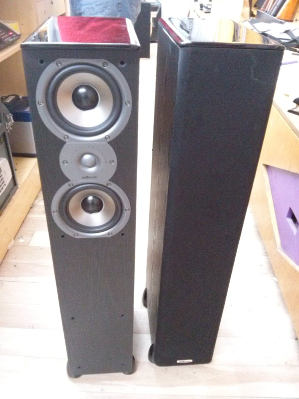POLK AUDIO  TSI300 TOWER SPEAKER PAIR