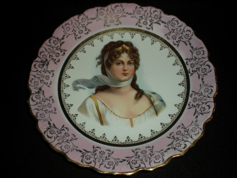LIMOGES PLATE QUEEN LOUISE OF PRUSSIA 24K GOLD LEAF