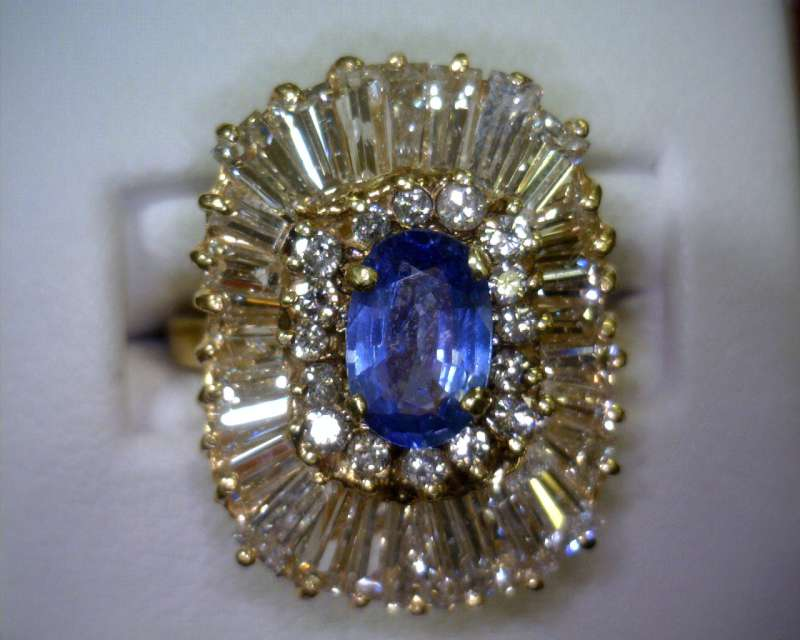 Sapphire Lady's Stone & Diamond Ring 44 Diamonds 3.28 Carat T.W.
