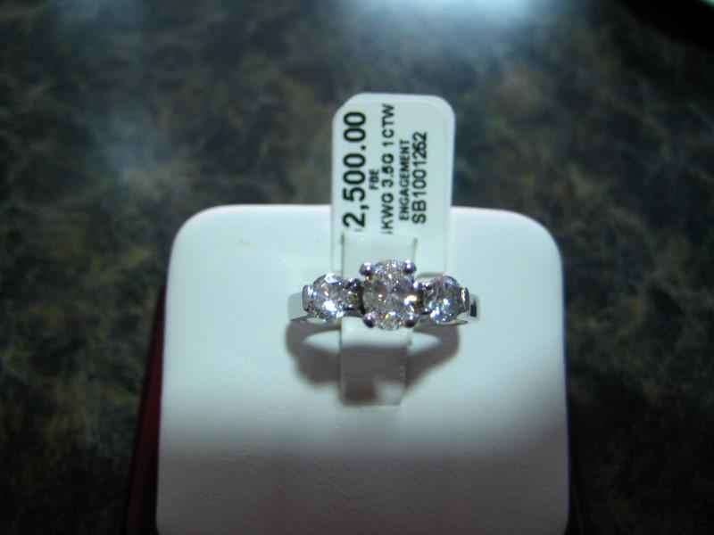 Lady's Gold Ring 14K White Gold 3.5g