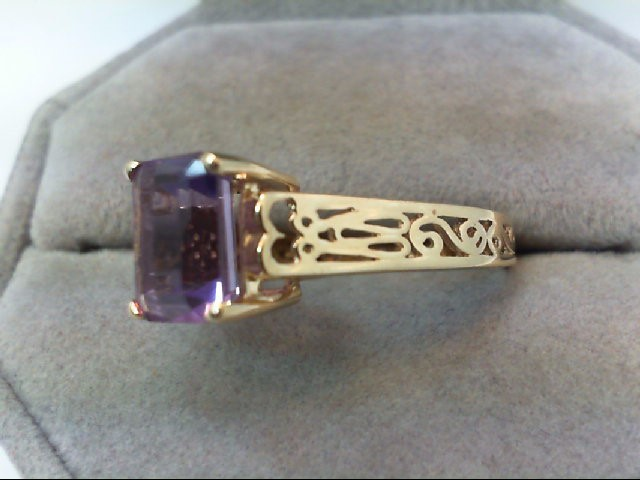 Amethyst Lady's Stone Ring 10K Yellow Gold 2.9g