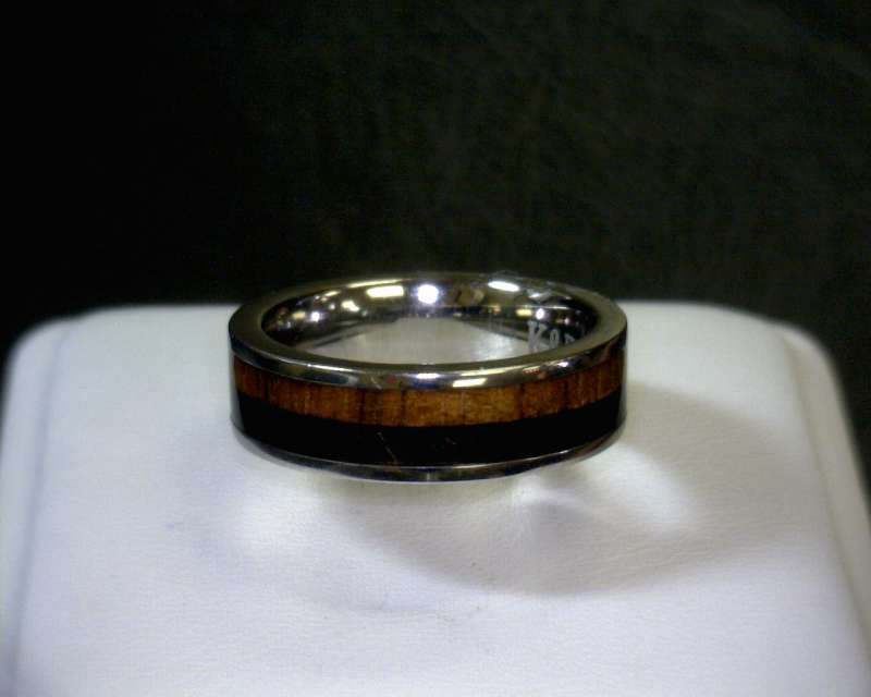 Lady's Ring Silver Titanium 1.3dwt