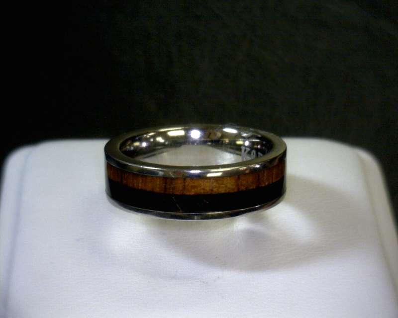 Lady's Ring Silver Titanium 1.3dwt