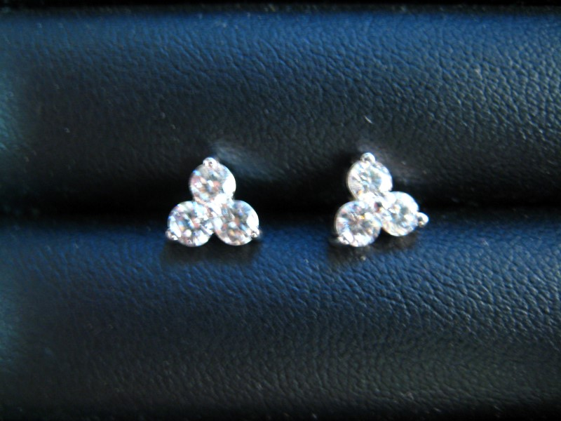 Gold Earrings 18K White Gold 1g