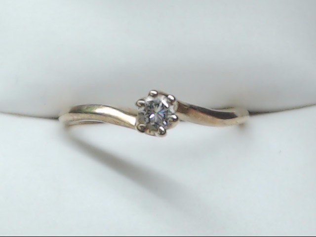 Lady's Diamond Solitaire Ring 0.15 CT. 14K Yellow Gold 1.6g Size:6.5