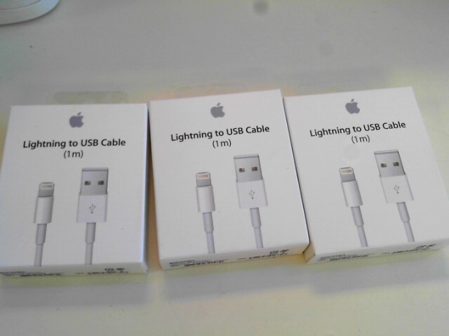 APPLE Cell Phone Accessory LIGHTNING TO USB CABLE 1M WHITE