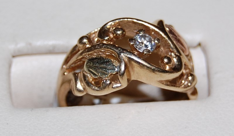 10K Two Tone Gold Diamond Fashion Ring 3.6G 0.01CTW Size 4