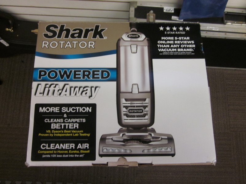SHARK VACUUM CLEANER NV650