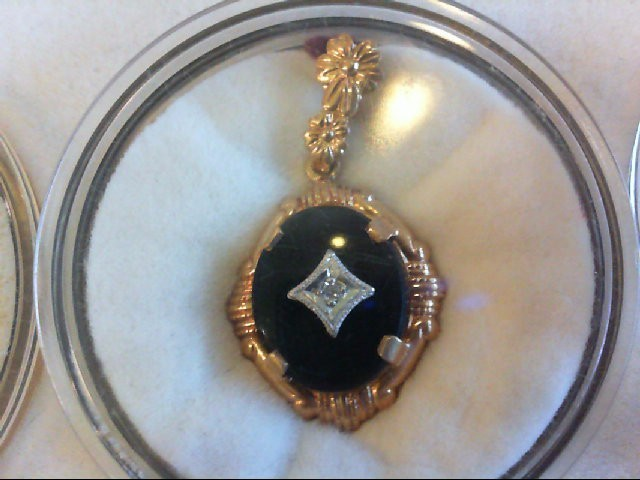 Onyx Gold-Diamond & Stone Pendant .03 CT. 10K Yellow Gold 1.3g