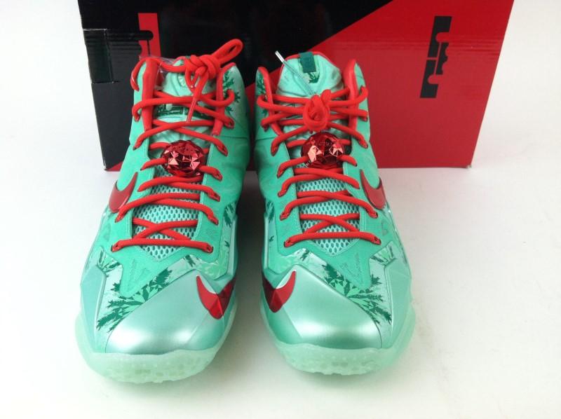 "Nike Lebron XI ""Christmas"" SZ 9.5"